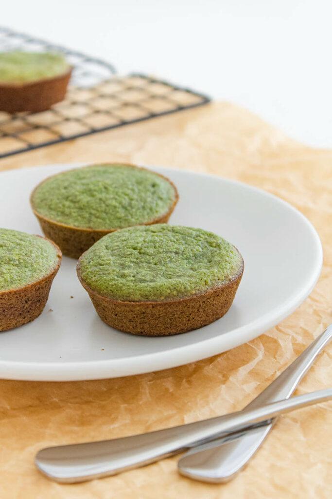 spinach banana muffins - healthy breakfast
