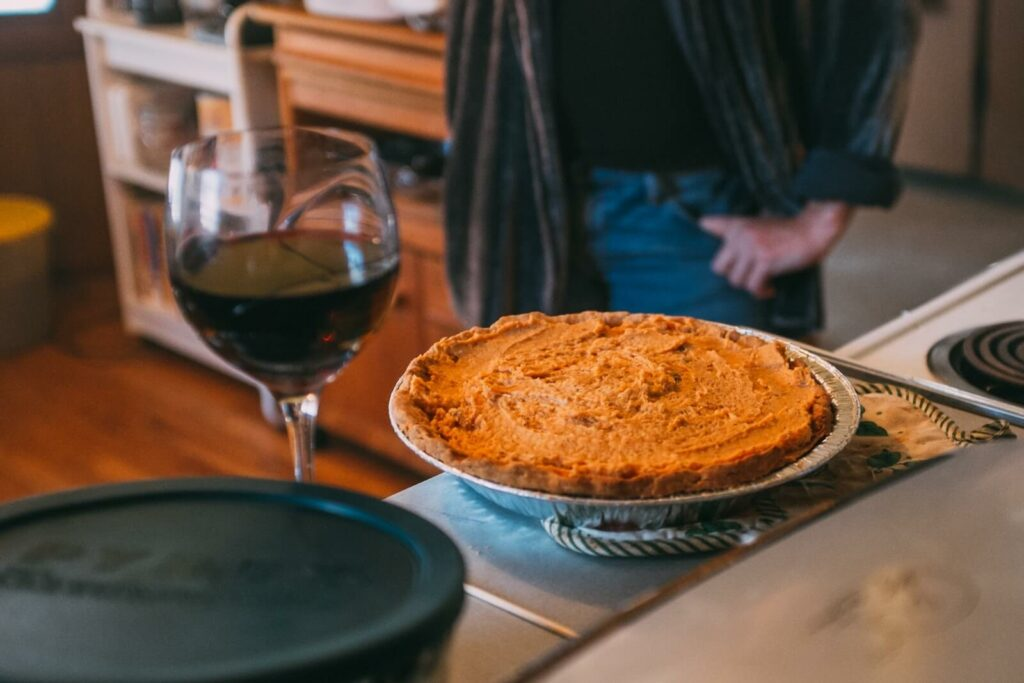 how to tell if pumpkin pie is done - crust